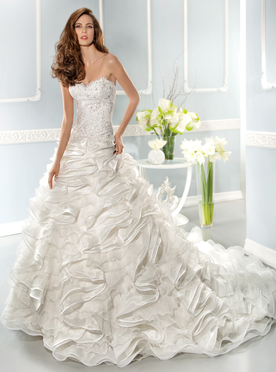 Exquisite Ball Gown Sweetheart Beading&Sequins Lace Cascading Ruffles Chapel Train Organza Wedding Dresses