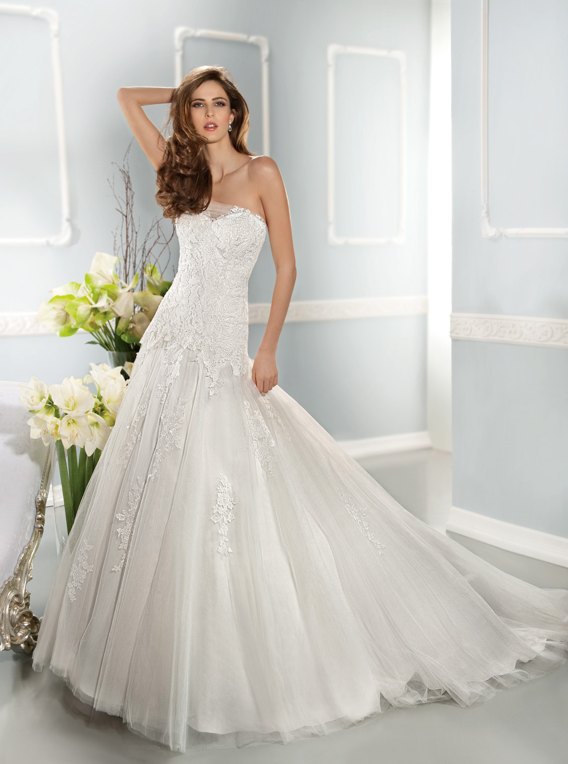 Charming A-line Strapless Lace Sweep/Brush Train Tulle Wedding Dresses