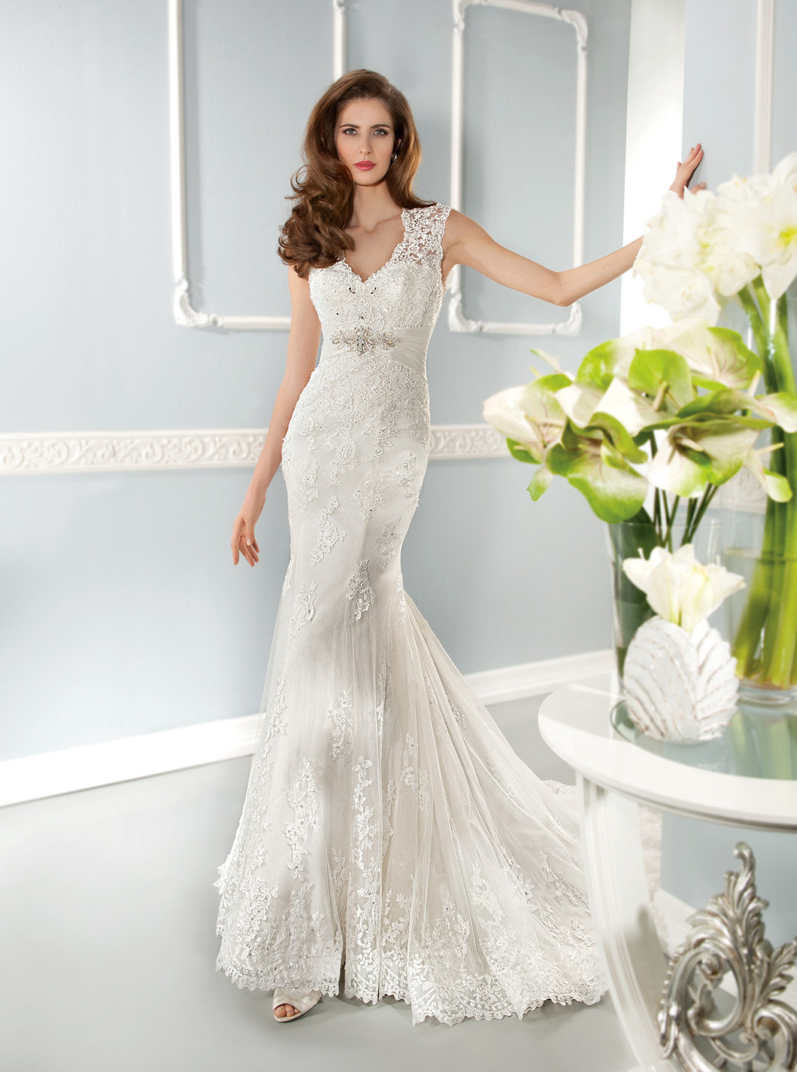 Sexy Trumpet/Mermaid Straps V-neck Beading&Crystal&Sequins Lace Sweep/Brush Train Tulle Wedding Dresses