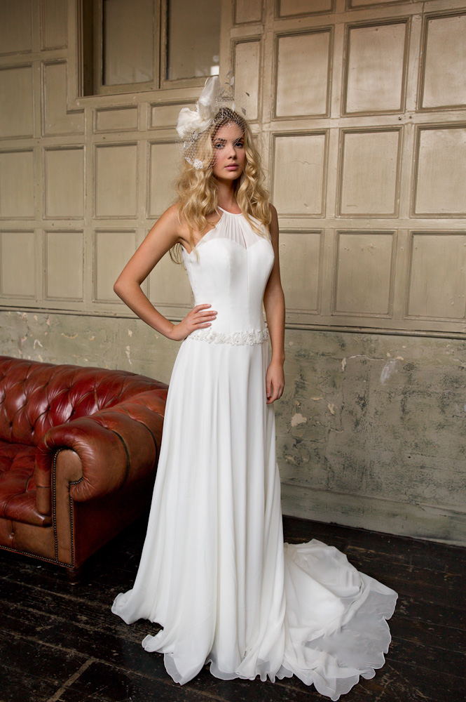 Halter Neck Pleated Illusion Long Chiffon Wedding Dress with Floral Lace Band