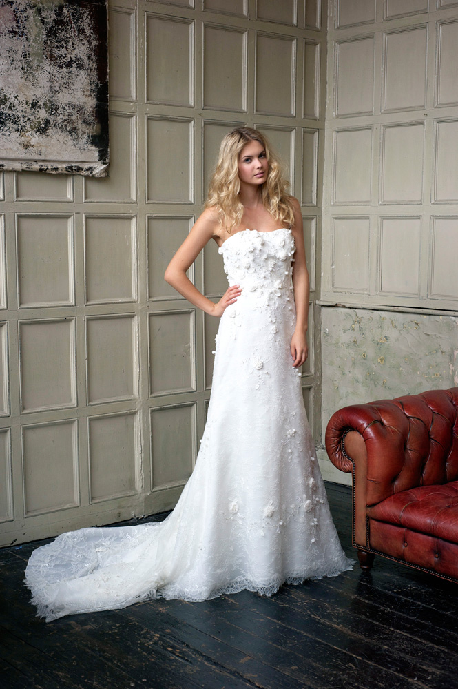 Charming A-line Strapless Hand Made Flowers Beading Lace Sweep/Brush Train Wedding Dress